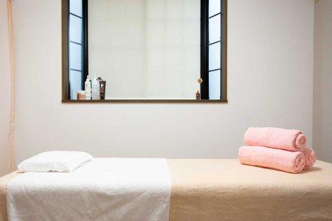 もり鍼灸整骨院 京都市上京区北区エリアの個室性術ルームです。