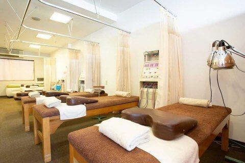 京都市上京区北区エリアにあるもり鍼灸整骨院の施術ベッドです。